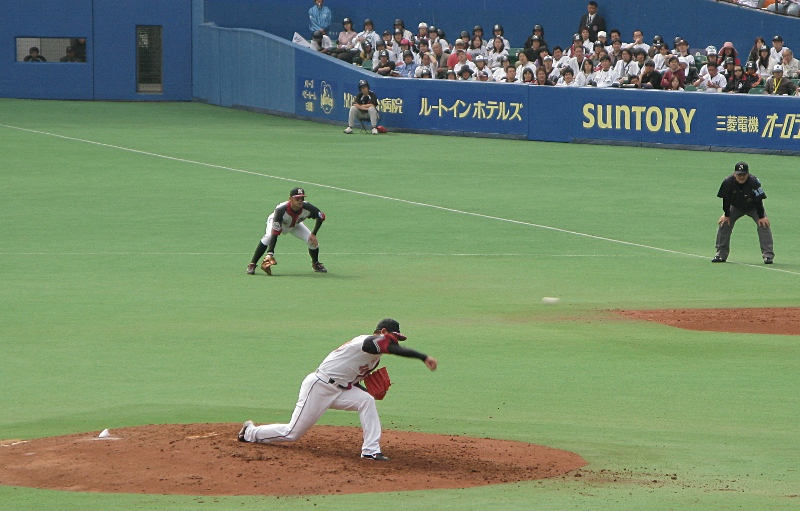 Shimizu throws one by a Hawks batter in the second inning