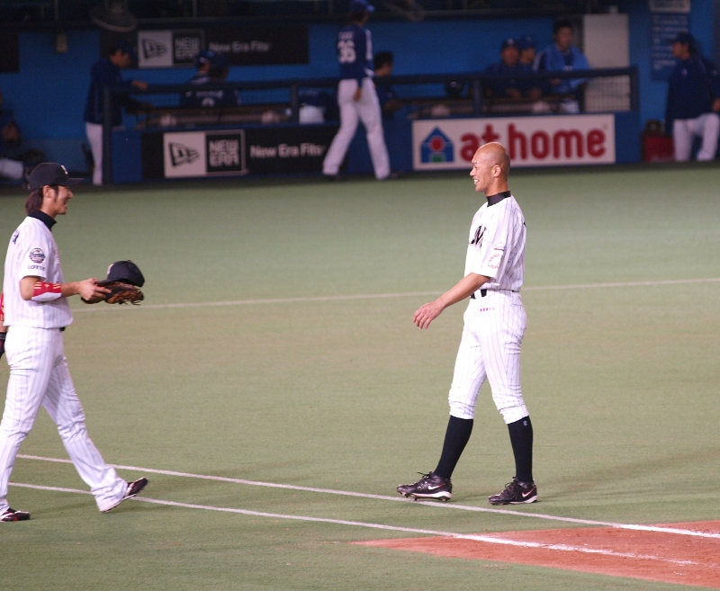 Fukuura runs around hatless but Tsuyoshi is there to help