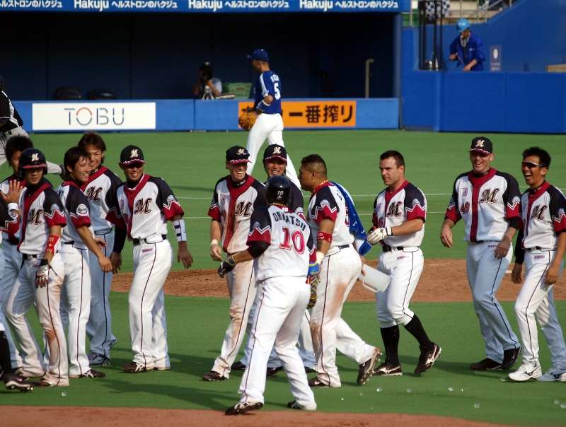 Lotte players celebrate Ohmatsu's ice baptism