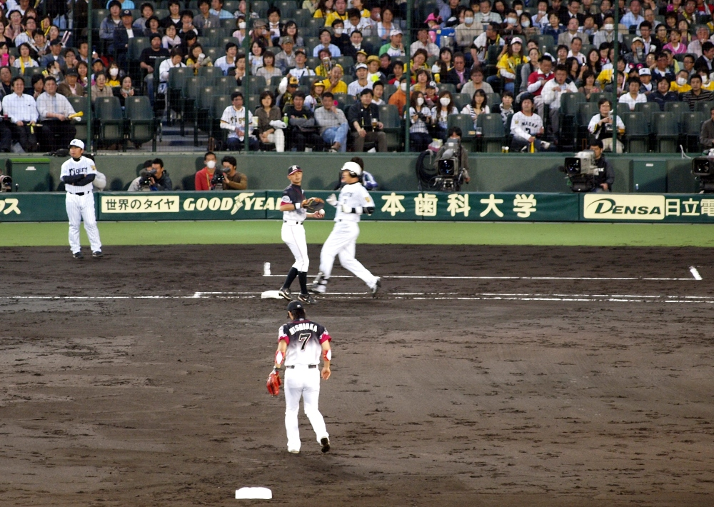 Nishioka and Fukuura combine to get the out