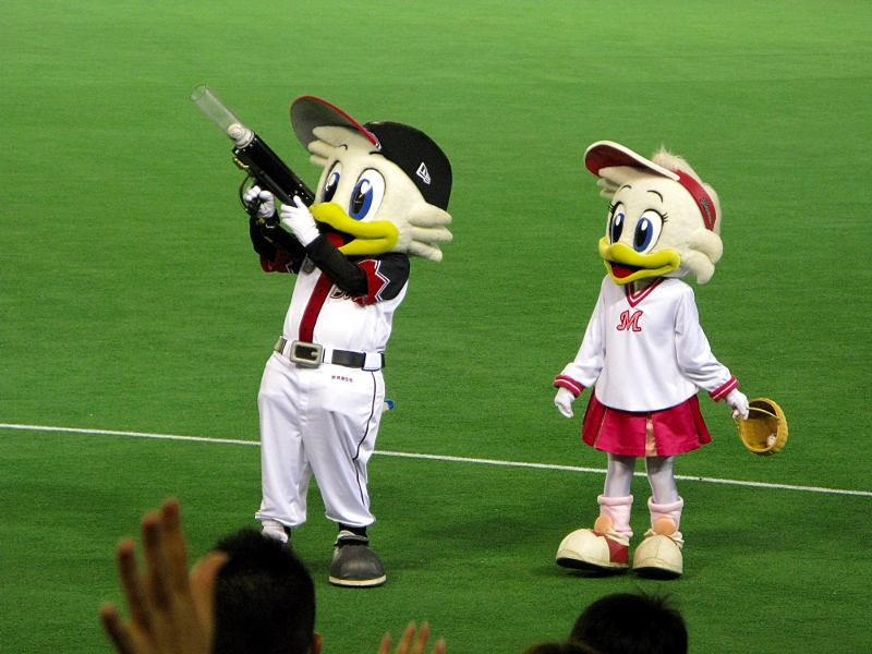 Mar-kun and Rine-chan provide much needed Lotte offense