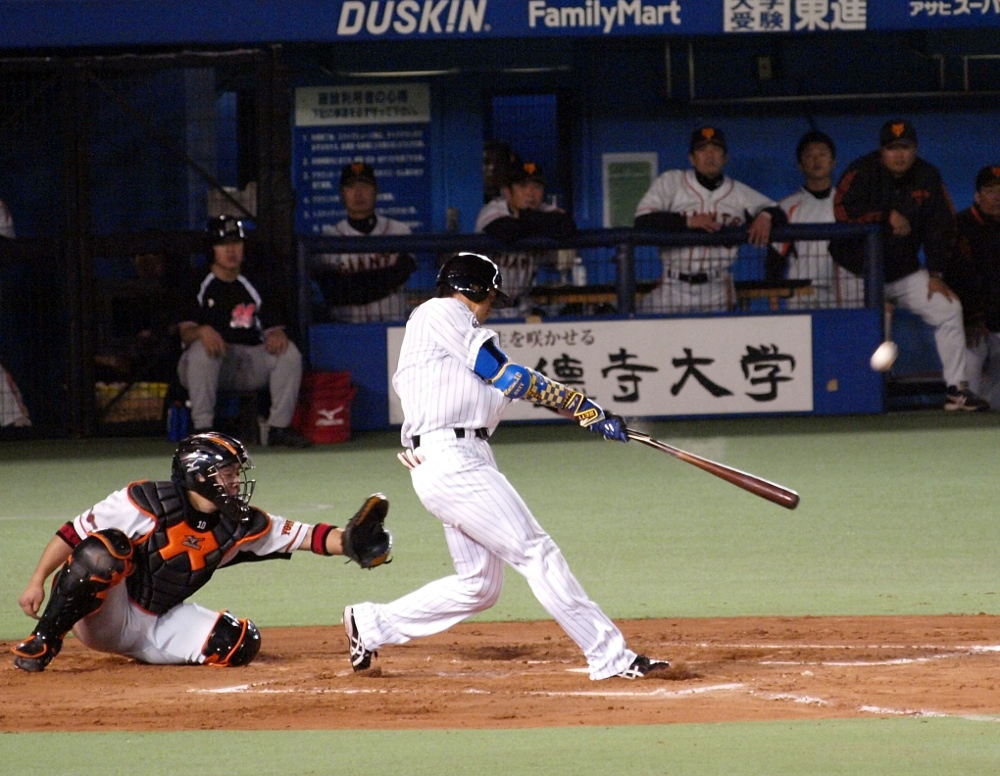Ohmatsu cracks some wood for a single in the 10th