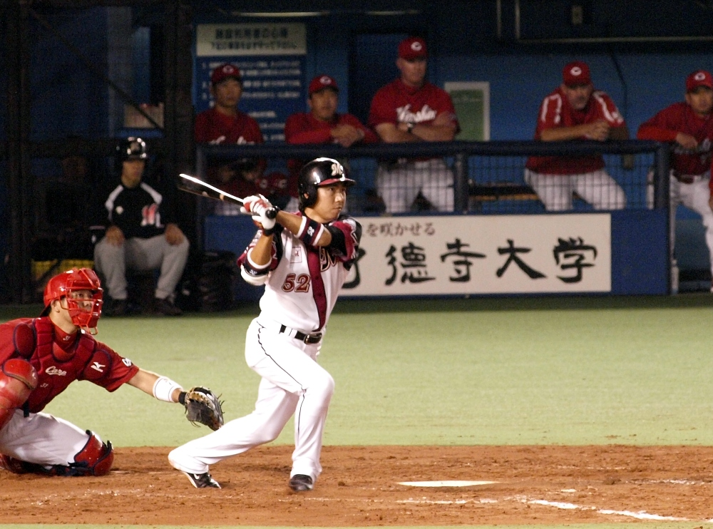 Heiuchi's 6th-inning single scores two