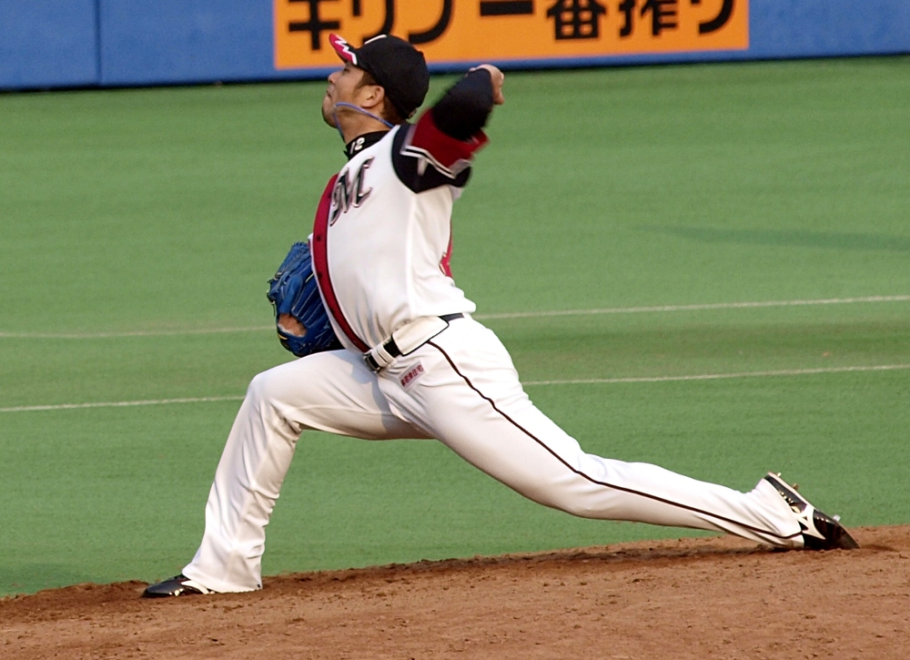 Kawasaki blows fastballs past the Hanshin lineup