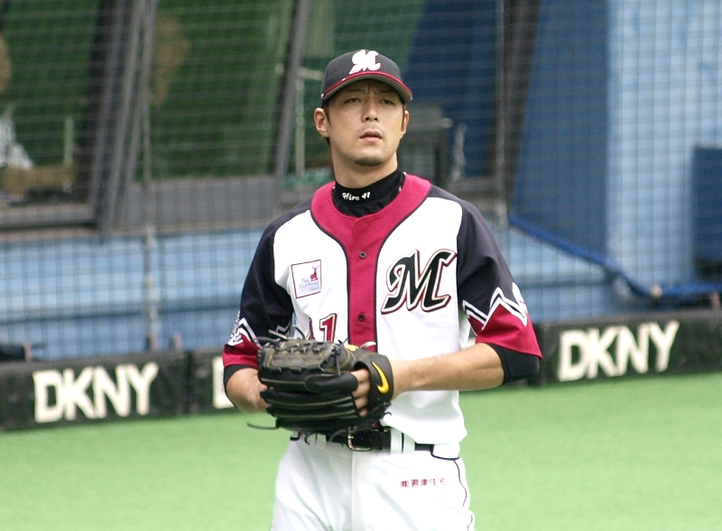 Lotte starter Kobayashi waits to go out for the next inning by the dugout