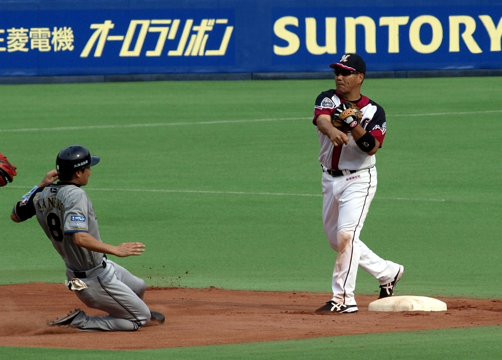Kawasaki induces a 6th inning DP from Nippon Ham's Koyano