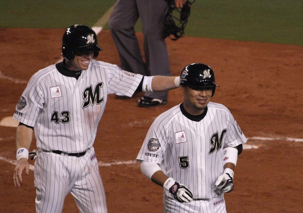 Lambin congratulates Koichi after his big HR