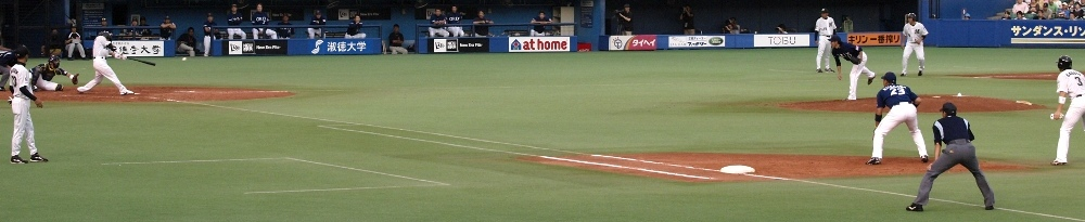Hashimoto singles in a run in Sunday's 4-1 victory