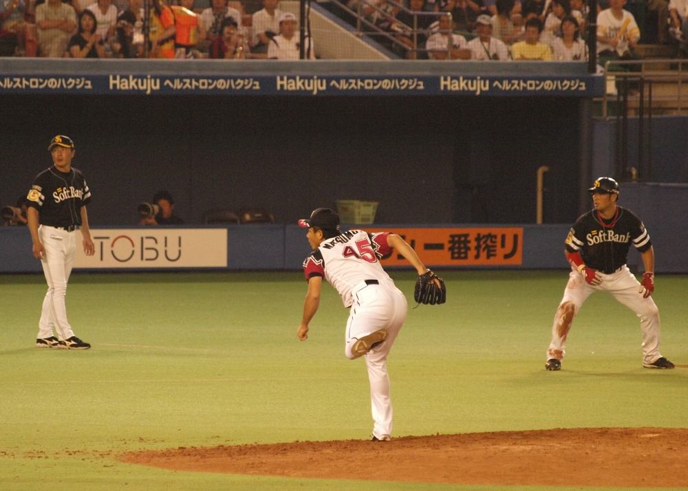 Matsumoto delivers the inning-saving pitch