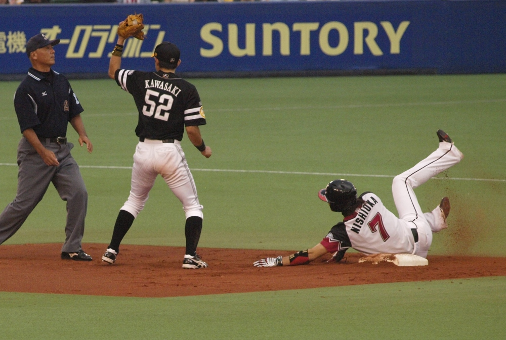 Tsuyoshi is nipped by Kawasaki's tag