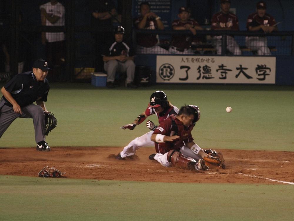 Tsuyoshi gives Nakatani the old shoulder