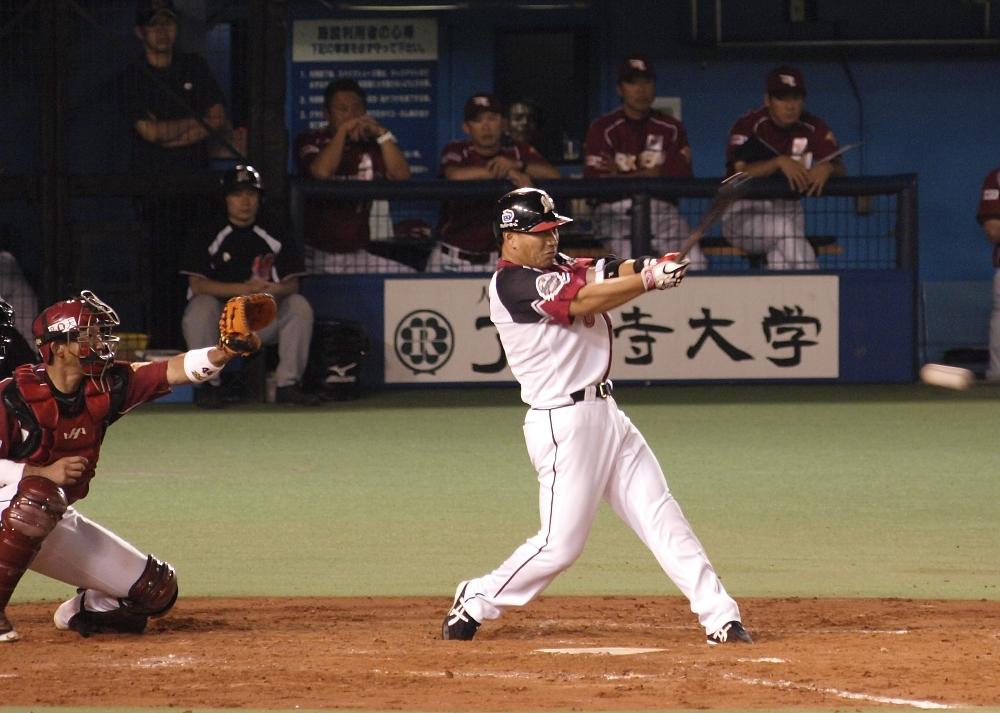 Iguchi singles in the go ahead run!