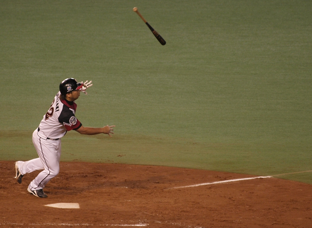 Surprisingly, Satozaki throws his bat after getting a hold of one
