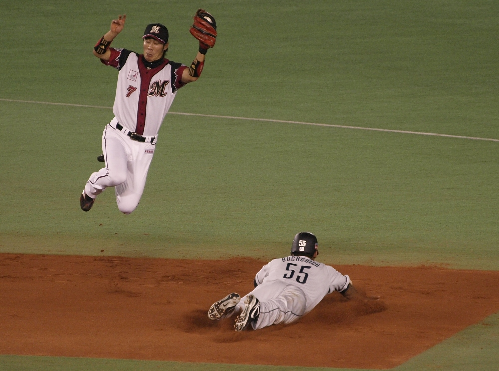 Bocachica slides in safely as Tsuyoshi needs to fly to snag the throw