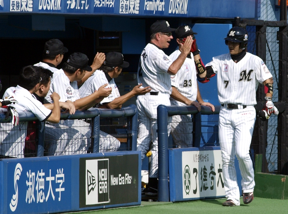 Celebrating Tsuyoshi's big leadoff HR