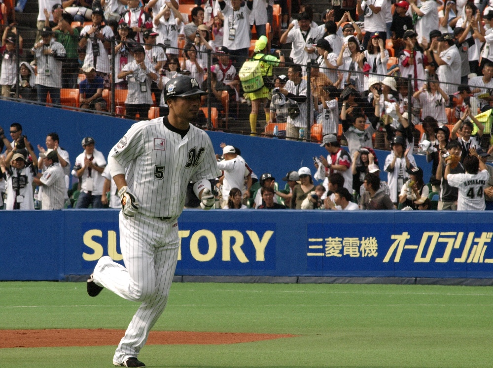 Round the bases and enjoy that trot, Koichi!