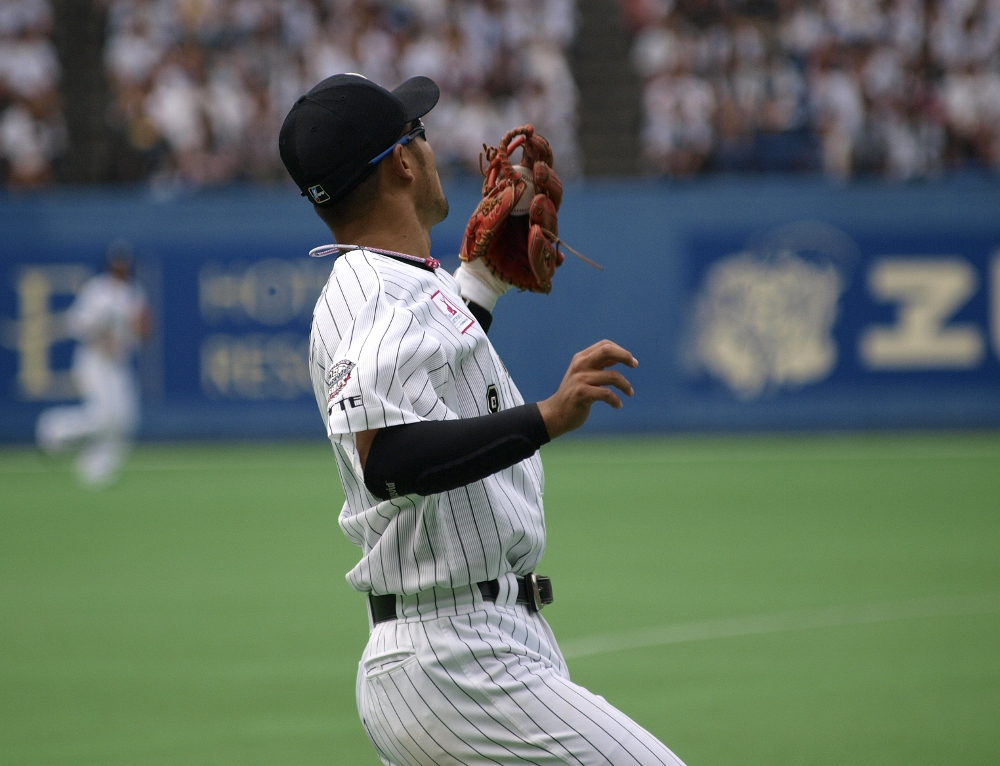 Imae makes a nice catch