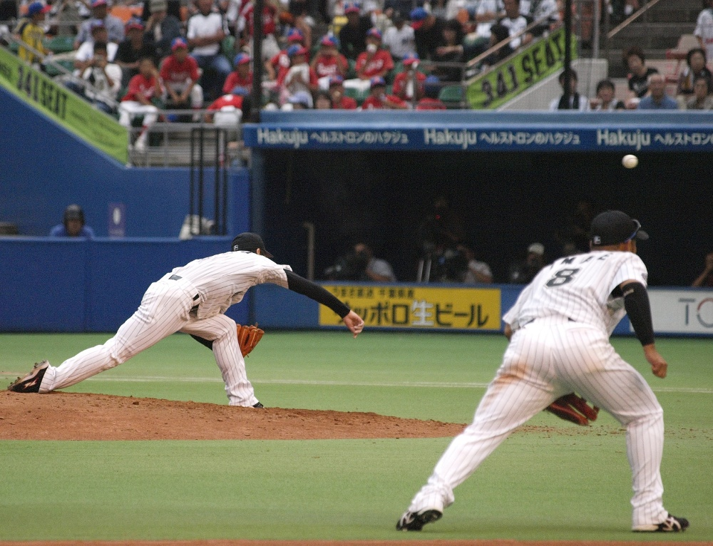 Ogino keeps the Buffaloes from scoring in the 8th and 9th